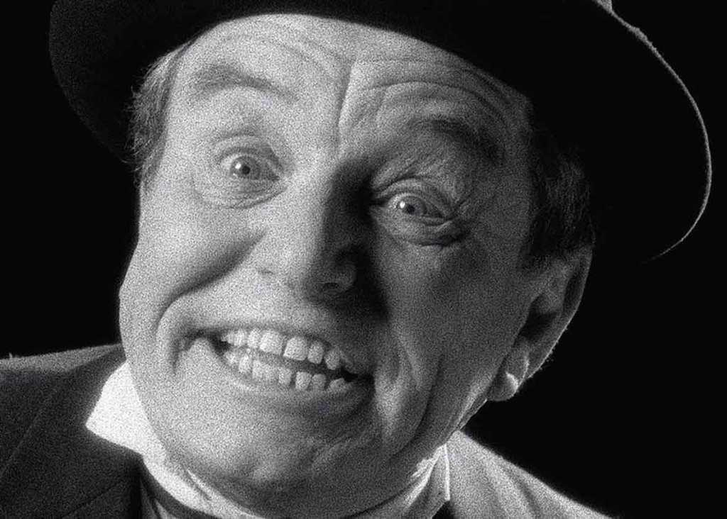 """""""Boogedy-boogedy-boo!"""" - autostopowicz w interpretacji Jerry'ego Mathersa jest dużo bardziej rozmowny i dowcipny od swojego pierwowzoru.."""