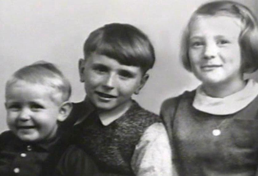 Siedmioletnia Inger Stensland z młodszymi braćmi, Carlem i Peterem.